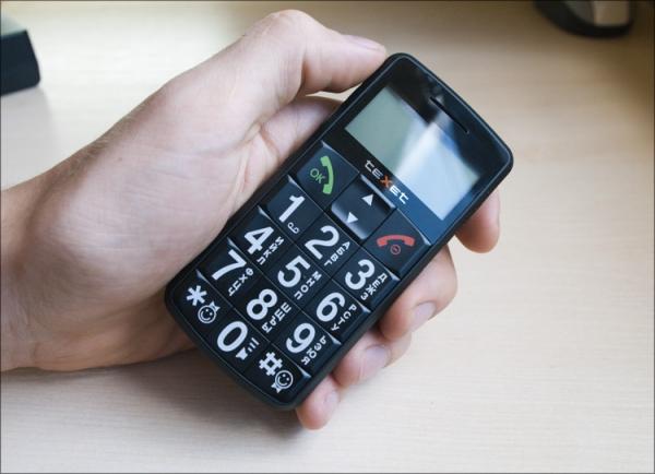 Телефон для пожилых людей с большими кнопками и экраном 2017