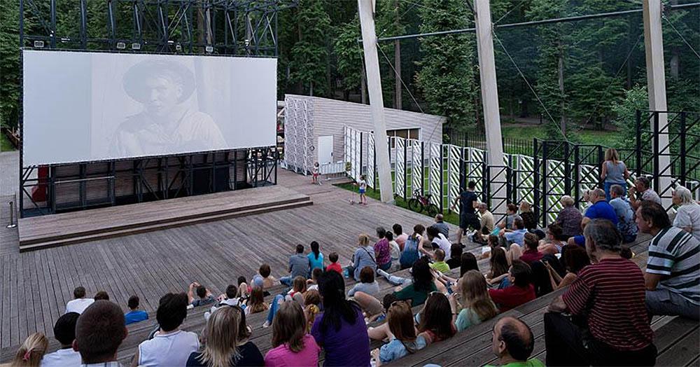 Летний кинотеатр в парке «Фили»